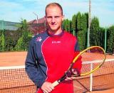 Piłkarz, który chce uczyć tenisa