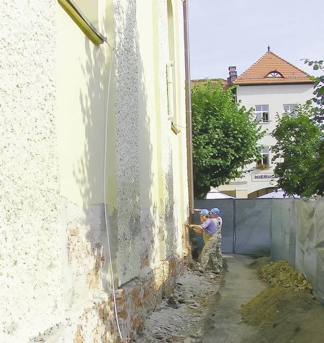 Renowację kościoła św. Barbary zaczęto od prac związanych ze zmianą elewacji świątyni