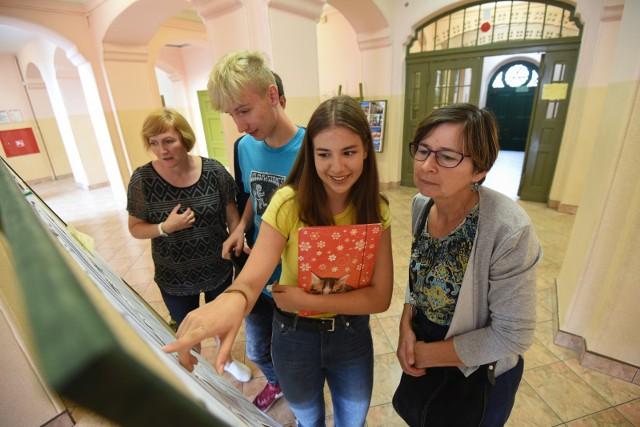 Trwa rekrutacja do szkół średnich na rok szkolny 2019/2020. Przypominamy, które poznańskie licea w zeszłym roku cieszyły się największym zainteresowaniem uczniów i gdzie najtrudniej było się dostać. Zobacz ranking --->