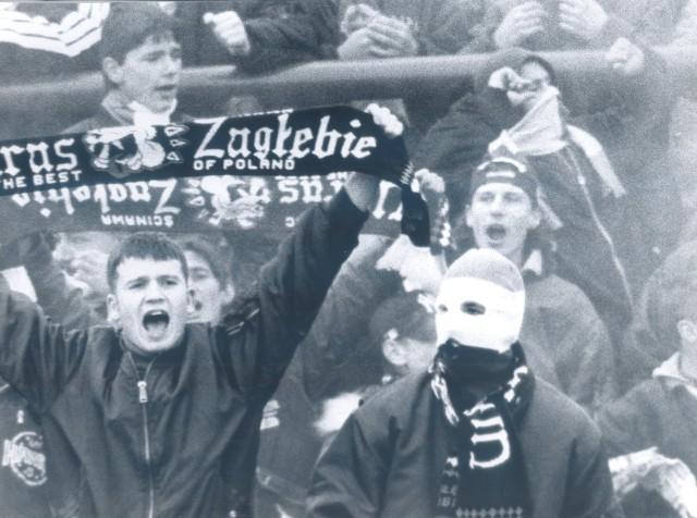 Fanatyczni kibice Zagłębia Lubin. Listopad 1996 roku.