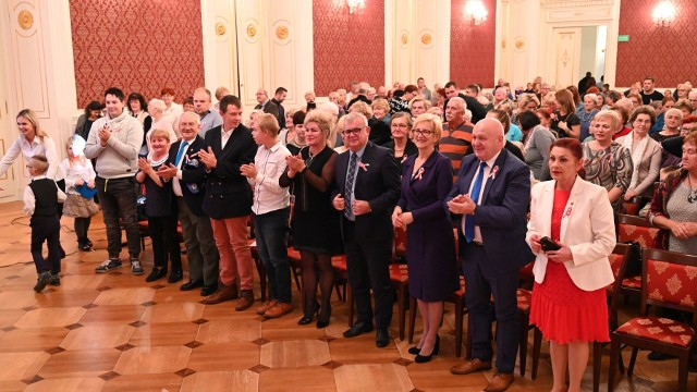 Publiczność w nadkomplecie wypełniła Salę Kryształową i przyjęła prezentację owacją na stojąco.