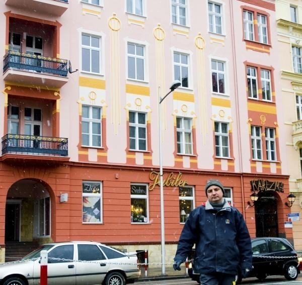 Bogusław Prasak skorzystał z podobnej dotacji i założył firmę budowlaną. Remontował m.in. kamienicę przy ul. Prudnickiej.