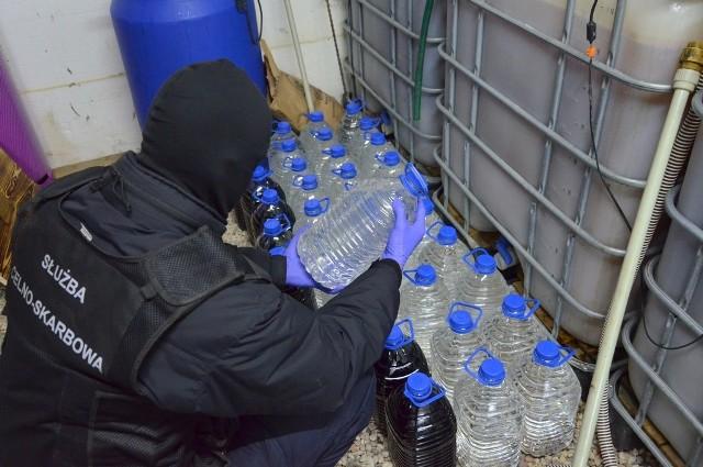Na początku 2020 roku funkcjonariusze KAS z Białegostoku zlikwidowali bimbrownię, która działała na terenie jednego z gospodarstw w gminie Dobrzyniewo Duże (pow. białostocki). W ręce mundurowych wpadło blisko 500 litrów nielegalnego alkoholu, ponad 4700 litrów tzw. zacieru oraz aparatura i półprodukty służące do wytwarzania bimbru