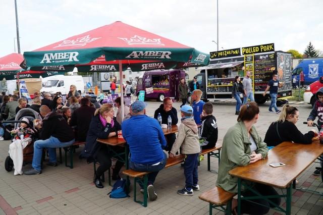 Festiwal smaków food trucków odbywa się już w ponad 30 miastach w całej Polsce. W ten weekend (28-29 września) food trucki zjechały do Poznania. Wielka Szama odbywa się koło stadionu przy ul. Bułgarskiej.