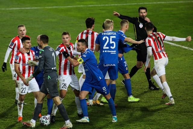 Derby Krakowa odbyły się bez udziału publiczności, ale emocji w nich nie brakowało