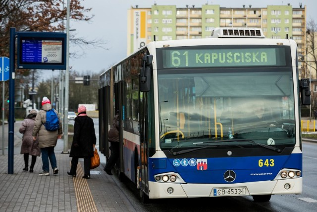 Linia autobusowa nr 61 kursuje w Bydgoszczy na trasie Rekinowa - rondo Kujawskie - rondo Jagiellonów - plac Kościeleckich (bez obsługi ul. Wojska Polskiego i ul. Mokrej).