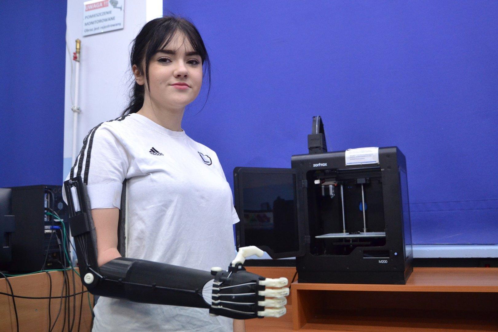 W Ultra Proteza ręki, którą wykonali dla Kingi uczniowie jarosławskiego WN79