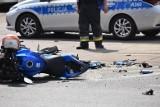 Gmina Szubin. Pijany motocyklista wjechał na chodnik i uderzył w płot posesji. Nie miał uprawnień do jazdy jednośladem