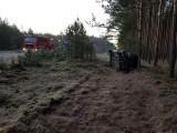 Wypadek na trasie Radawnica - Lędyczek. Auto dachowało - kierująca trafiła do szpitala [ZDJĘCIA]