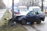 Wypadek na Brücknera. Ford leciał dwa metry nad jezdnią (ZDJĘCIA)