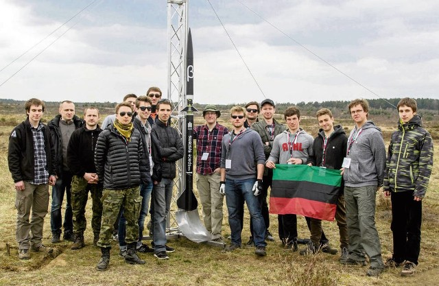 Twórcy systemu rakietowego z dumą prezentują swoje dzieło