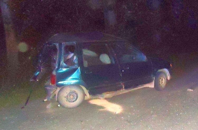 Mitsubishi uderzyło w stojącego obok tico 18-latka