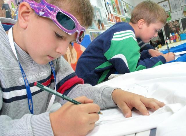 W sierpniu dzieci i młodzież w Kujawsko-Pomorskiem z pewnością nie będą się nudzić. Liczne gry, zabawy, warsztaty plastyczne, muzyczne i teatralne to tylko część z tego, co przygotowały dla najmłodszych wojewódzkie instytucje kultury.