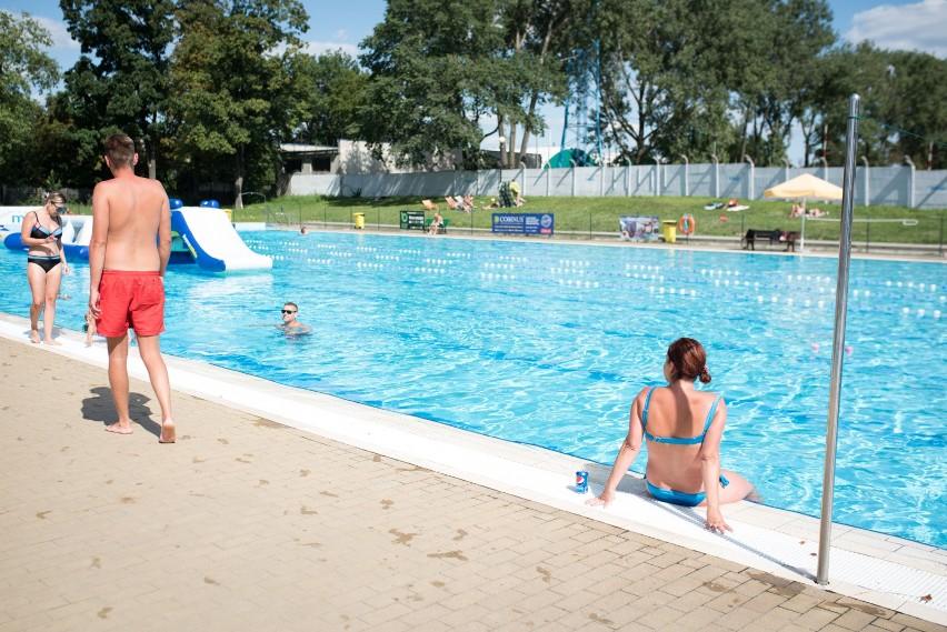 """Opole. Basen Błękitna Fala znów otwarty. """"Kąpiele w basenach..."""