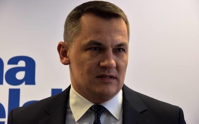 Poseł Tomasz Kostuś złożył interpelację do ministra w sprawie zmiany na stanowisku dyrektora niemodlińskiego gospodarstwa.