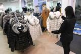 W sklepach w centrum Kielc są już najmodniejsze kolekcje na jesień i zimę 2020/2021. Uwaga! W grudniu trzy handlowe niedziele [ZDJĘCIA]