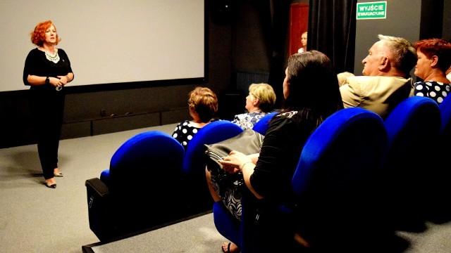 Dyrektor Agata Jackiewicz pełniła honory gospodarza uroczystości otwarcia kina Lotnik w Skalbmierzu.
