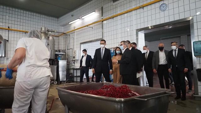 Premier odwiedził zakład firmy Rolnik w Mikołowie; Zobacz kolejne zdjęcia. Kliknij NASTĘPNE, strzałkę lub przesuń palcem >>>