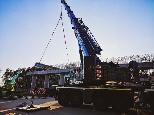 Budowa autostrady A1. Zakończyła się budowa wiaduktu w Wikłowie. Drogowcy rozpoczynają malowanie oznakowania autostrady.Czytaj więcej. Przesuwaj zdjęcia w prawo - naciśnij strzałkę lub przycisk NASTĘPNE