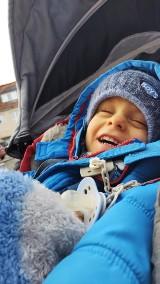 Wojtek z Łabiszyna urodził się trzy miesiące przed terminem. Ważył mniej niż paczka cukru. Trwa zbiórka na jego rehabilitację