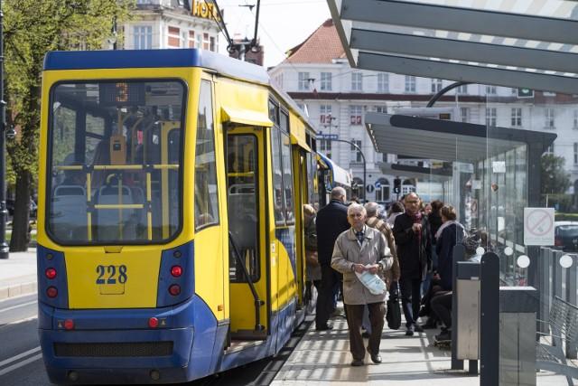 Najkrótsza linia tramwajowa w ToruniuZawieszona jest także najkrótsza linia tramwajowa w Toruniu, linia nr 3, która kursuje od ul. Reja do ul. Wschodniej. Obecnie zatem miano najkrótszej linii należy do linii nr 2. Jej trasa liczy 9,5 km.