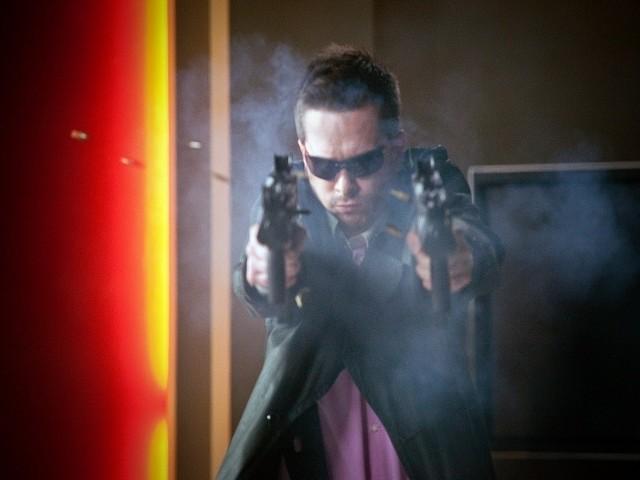 """Michał Lewandowski na planie komedii """"Weekend"""". W tym filmie wcielił się w gangstera."""
