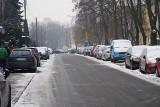 Mieszkańcy z ul. Swoboda: Sprzeciwiamy się dalszemu ograniczaniu miejsc postojowych. Stop bezmyślnemu stawianiu barier wzdłuż ulicy