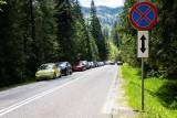 Turyści oblegają Podhale. Ciasno na parkingach. Przy jednym ze szlaków miejsce parkingowe stało się powodem... bójki! [WIDEO]