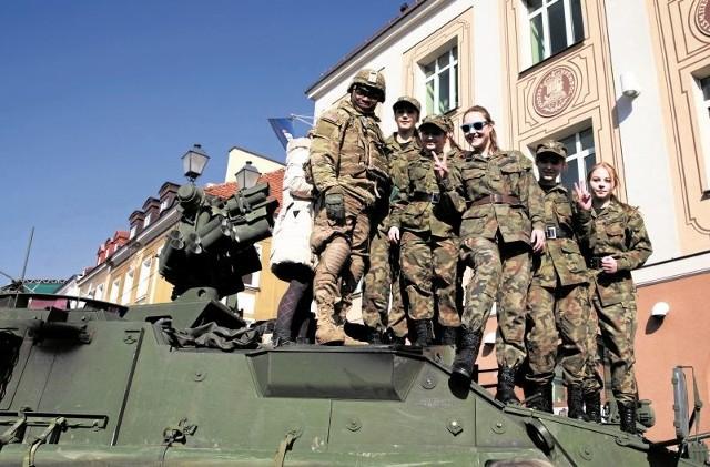 Żołnierze amerykańskiej armii podczas marcowego przejazdu przez Białystok.