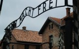 Dwaj młodzi Anglicy ukarani finansowo za wandalizm w KL Auschwitz