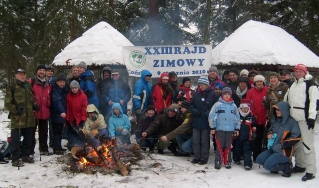 Rok temu, mimo mrozu i nieprzyjemnego zimowego wiatru, w Rajdzie Zimowym wędrowało około 50 osób z Końskich, Kielc, Skarżyska Kamiennej i innych miejscowości.