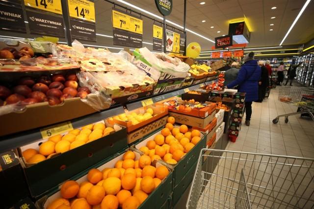 Za wprowadzanie konsumentów w błąd co do kraju pochodzenia warzyw i owoców sprzedawanych w sklepach Biedronka Prezes UOKiK nałożył na Jeronimo Martins Polska ponad 60 mln zł