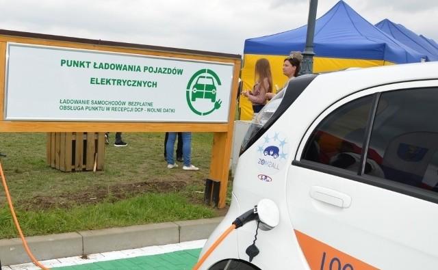 W 2017 r. w Starym Sączu przy Diecezjalnym Centrum Pielgrzymowania powstała pierwsza stacja elektrycznego ładowania pojazdów