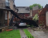 Burze w Opolskim. Wichura zrywała dachy i przewracała drzewa, ulewny deszcz zalewał posesje