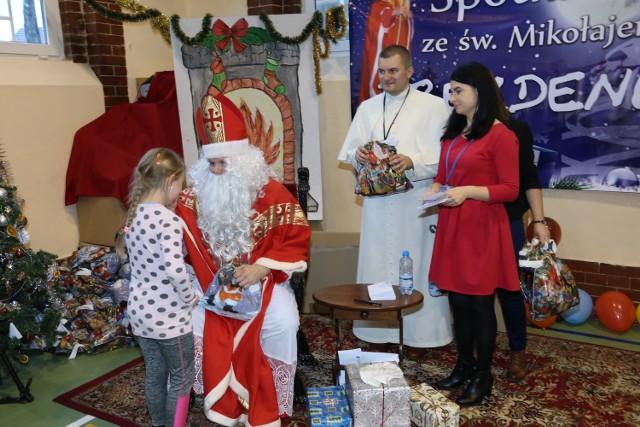 Do Parafii Przemienienia Pańskiego w Drezdenku przybył prawdziwy święty Mikołaj.