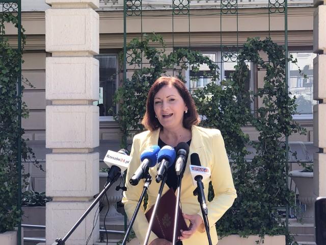 - Proces wymiany sprzętu i doposażenia zespołów ratownictwa medycznego na Podkarpaciu jest na dobrym poziomie – uważa wojewoda Ewa Leniart.