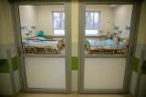 Najnowsze dane resortu zdrowia: Prawie 4,5 tysiąca nowych zakażeń. Ostatniej doby zmarły 92 osoby