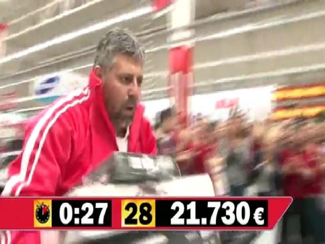Akcja organizowana w Hiszpanii dla 100-milionowego klienta, gdzie zwycięzca w ciągu wyznaczonych 120 sekund stał się właścicielem sprzętu o wartości 28 144 euro.