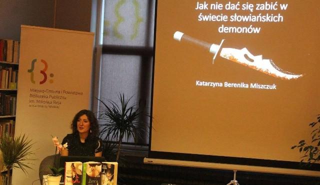 Pisarka Katarzyna Berenika Miszczuk gościła na spotkaniu autorskim w Miejsko-Gminnej i Powiatowej Bibliotece Publicznej w Kazimierzy Wielkiej.