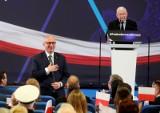 Wybory parlamentarne 2019. PiS rusza z kampanią, opozycja szuka złotego środka