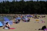 Tłumy nad jeziorem w Kamionkach pod Toruniem. Kolejka przed wejściem na plażę! ZDJĘCIA