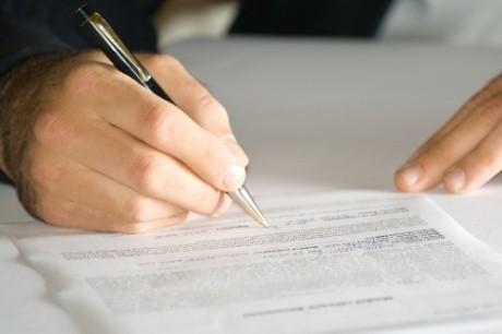 Umowę trzeba podpisać z pracownikiem najpóźniej w pierwszym dniu pracy