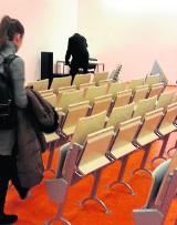 Sala kinowa Wydziału Filologicznego nie ma spadku, więc przestawili krzesła