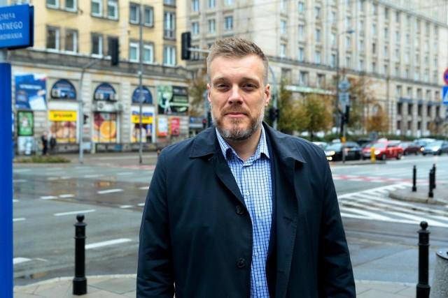 Adrian Zandberg o mieszkaniach w PRL. Burza po słowach lidera Razem