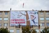"""""""Stop dewastacji! Czas na ochronę"""": Greenpeace wywiesił baner krytykujący Michała Wosia, na budynku Ministerstwa Środowiska"""