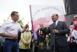Wybory prezydenckie: Sympatycy Andrzeja Dudy zebrali się na placu Mickiewicza w Poznaniu. Pojawili się także przeciwnicy PiS-u