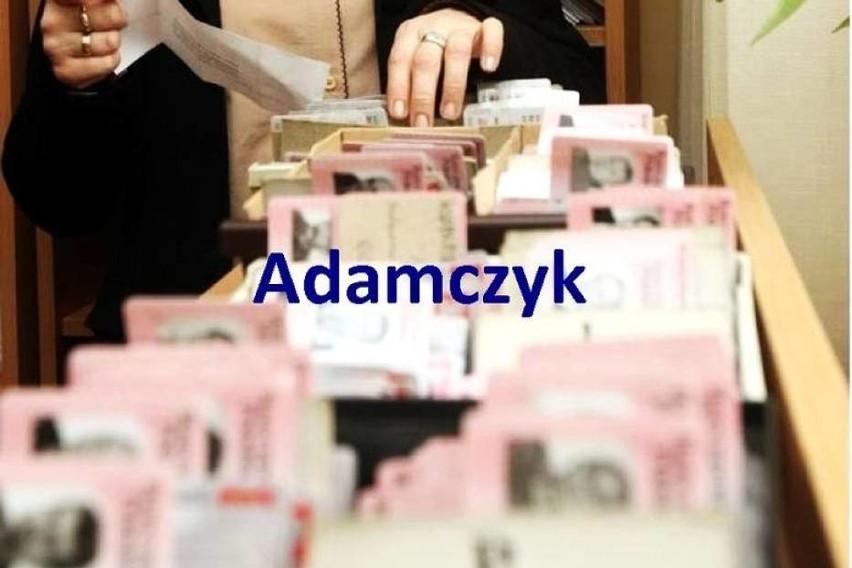 ADAMCZYK - Nazwisko pochodzące od imienia Adam > Adam-cz-yk. Słownik nazwisk współcześnie w Polsce używanych t. I s. 8 odnotowuje 49599 osób o takim nazwisku, ponadto wymienia sześciu Adamczyków vel Adamek, jednego Adamczyka-Vel-Adamek i jednego Adamczyka vel Wąsik. Zobacz także: Ile naprawdę zarabia kasjerka w Biedronce, Lidlu, Kauflandzie, Auchan po podwyżkach?   BONUSY PRACA W LIDLU PRACA W BIEDRONCE, PRACA W TESCO NowosciTorun