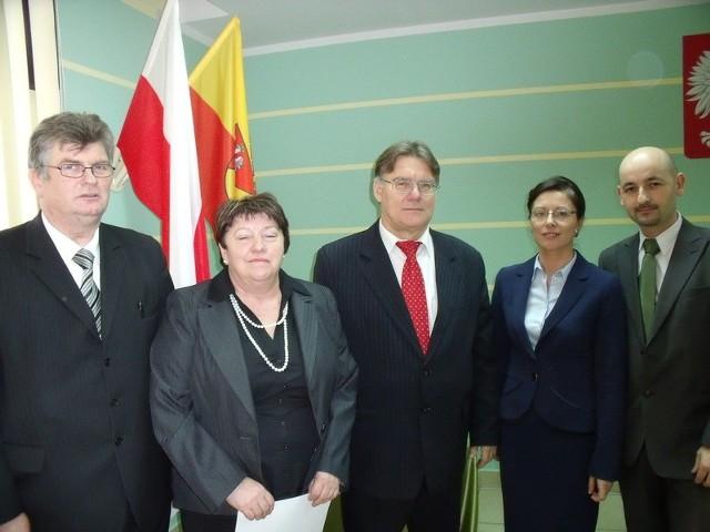 Wiesław Pusz (stoi w środku)  został ponownie wybranym na stanowisko starosty powiatu białostockiego