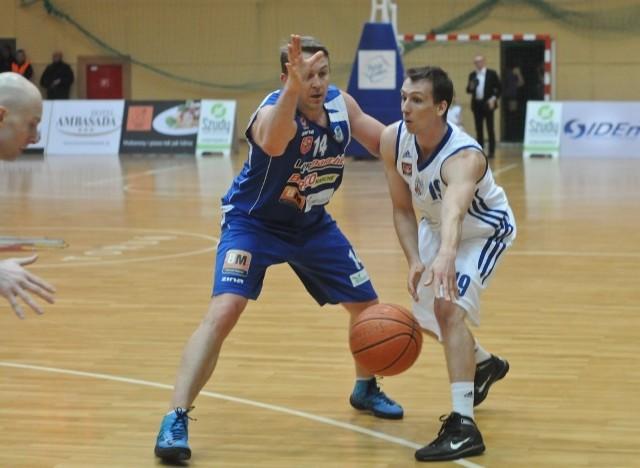 Bartosz Bochno zdobył ostatnie punkty w meczu w Pruszkowie.