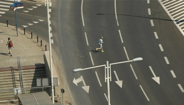 Większy problem z respektowaniem przepisów drogowych mają dorośli